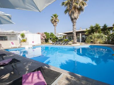Photo for Villa Cotriero apartment in Gallipoli with WiFi, shared terrace, shared garden & balcony.