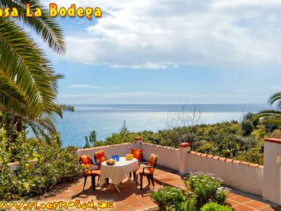Photo for Child-friendly holiday home * stunning sea views * Private, heated pool