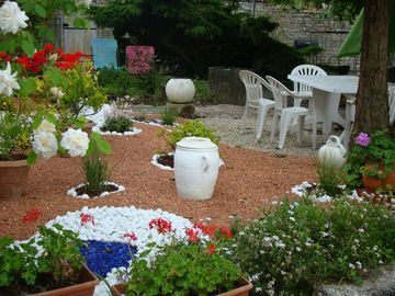 """Gite du Porche """"Holiday house XVlll"""" in the countryside and close to Angoulême"""