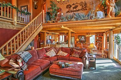 Come escape to this incredible Black Hills vacation rental cabin, surrounded by stunning mountain views!