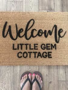 Sweet & cozy cottage with a mix of modern & vintage style awaits you!