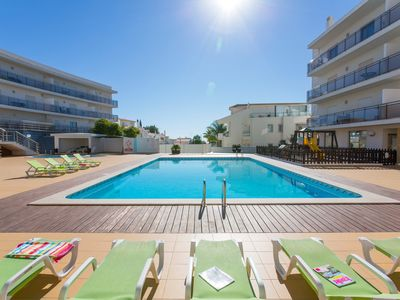 Photo for Apartment in Albufeira with sunbeds on terrace & at pool, Wi-Fi and UK TV