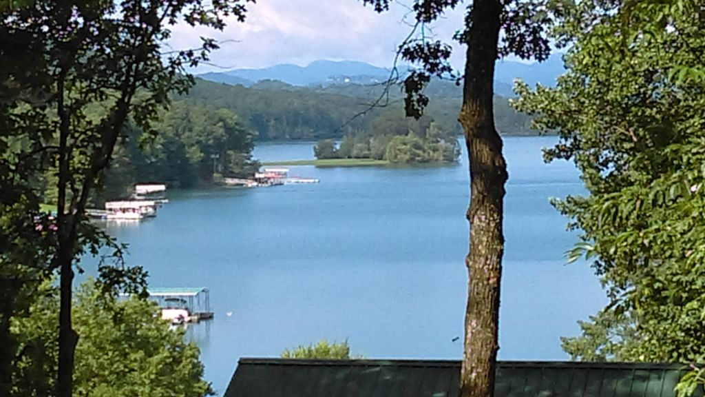 Lake Chatuge Country Cottages Cozy Up At Carolina Cottage FREE WIFI,Movie  Chnls! Hayesville, NC ...