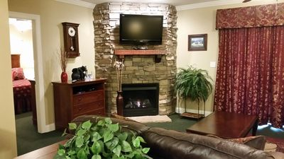 *RECENTLY UPDATED* Summit Manor Condo on Pkwy in Downtown Gatlinburg w/MTN Views