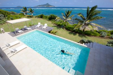 Swimming pool with view to Petit Martinique and Petit St Vincent