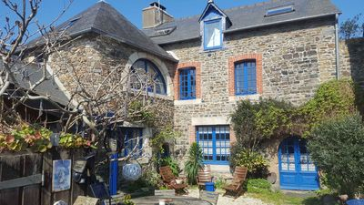 Photo for Charming Breton house with 3 bedrooms, veranda and sunny courtyard.