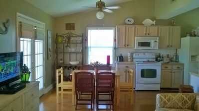 Winter rates from $99 per night!  Pet friendly, 2bd/2bath house close to beach