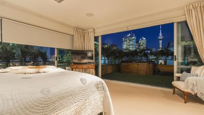 MASTERBEDROOM WITH VIEWS OF SKY TOWER