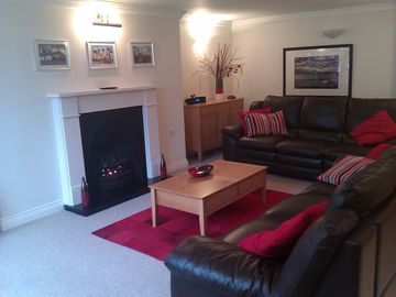 Luxury 2BR apartment close to beaches, sea, independent restaurants & shops