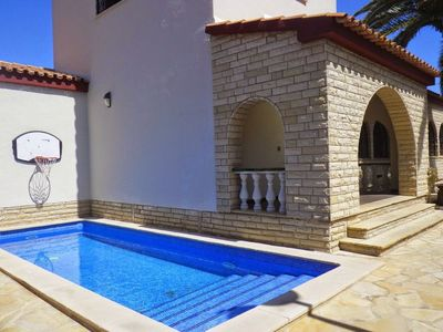 Photo for Villa Cambrils, 10 pers, Private swimming pool, Beach, walk to 200m
