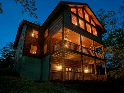 Luxury 6 Bedroom Cabin with Theater Room, Game Room & Amazing Views-Sleeps 16