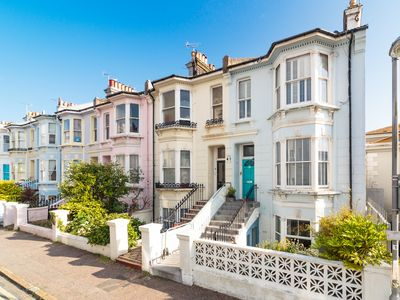 Photo for 3BR Townhome Vacation Rental in Brighton, England