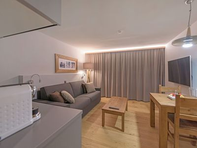 Photo for Lovely apartment for 4 guests with WIFI, hot tub, TV, balcony, pets allowed and parking