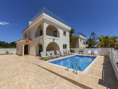 Photo for 4 bedroom villa in Protaras