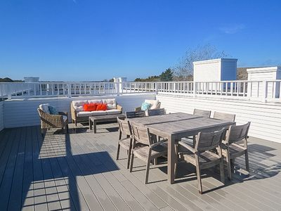 Photo for Exceptionally bright and beautiful condo with roof top deck!