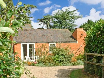 Photo for THE ORANGERY, pet friendly, with pool in Upton Upon Severn, Ref 21104