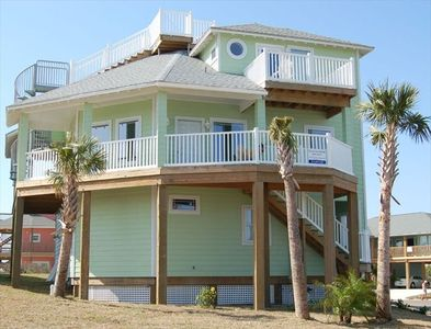 Three story with roof top deck for magnificant ocean views