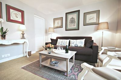 Living room: spacious and bright.