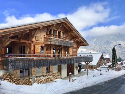 Photo for Chalet le Dahu - just 50m to the lift, sauna & steam room, comfortably sleeps 12