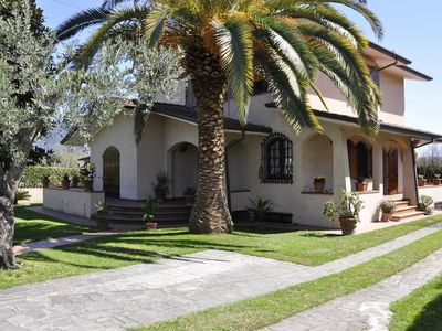 Photo for Charming Villa in elegant Forte dei Marmi -  beautiful garden - 8 people