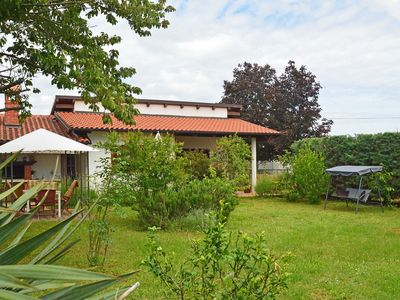 Photo for Cosy apartment for 5 guests with A/C, WIFI, TV, pets allowed and parking