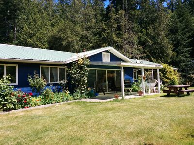 Photo for Family Friendly  Rancher On Sunny Acreage. 5 Minute Drive To Marine Park/Dining.