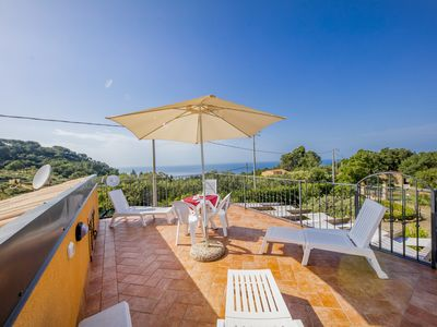 Photo for Green Hills House - Large apartment - Wifi- Sea view terrace - Parking pvt