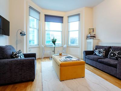 Photo for Comfortable 1 bed flat in one of the most sought after London locations (Veeve)