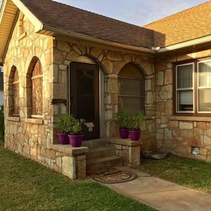 Photo for Hunterston Cottage -Sleeps 6 +Breakfast! - Ft. Sill, Wichita Mountains, Casinos