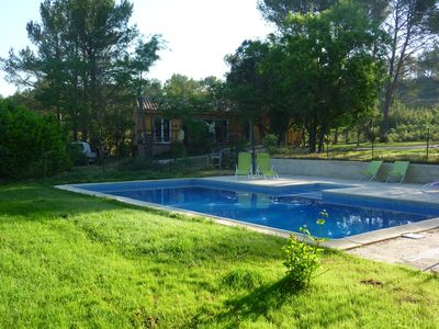 Photo for Wood frame house, privatized swimming pool, closed ground, in the Aix countryside