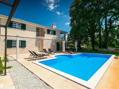 Photo for Stunning new villa with pool near Porec
