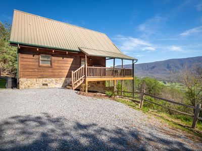 Recently updated cabin with hot tub, and mountain views