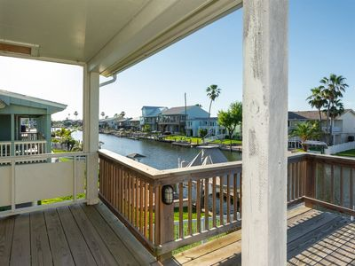 Photo for Spacious canal front home in City by the Sea with easy access to Redfish Bay and Estes Flats!