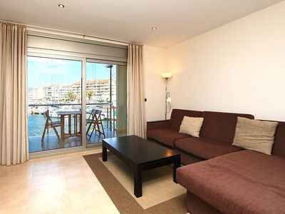 Photo for Apartment in the center of Empuriabrava with Air conditioning, Lift, Terrace, Washing machine (88243)