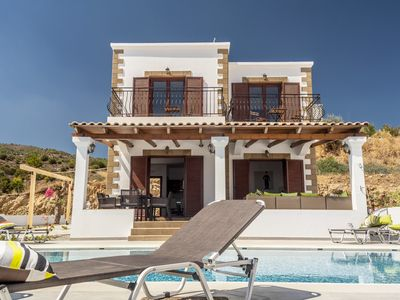 Photo for Holiday house with pool and stunning sea views