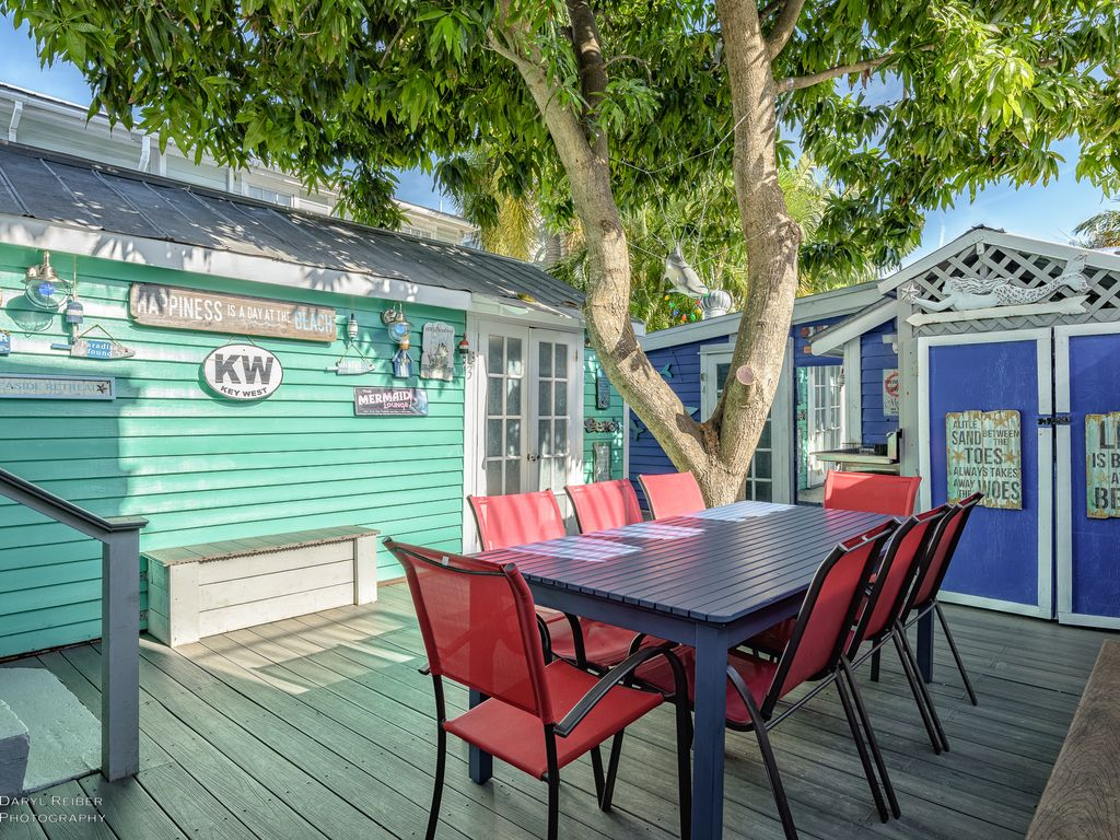 Mermaid Cove ON DUVAL STREET Sleeps 12