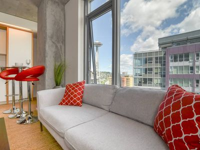 Photo for Space Needle High Rise 1 BR 6 DN