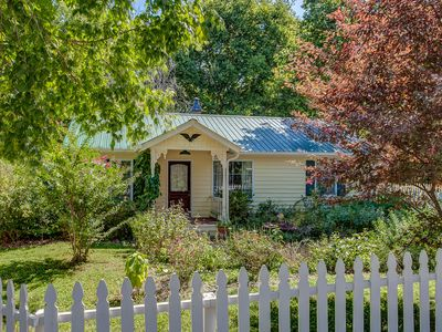 Coda Cottage: Melodic Cottage, Steps Away From Leiper's Fork