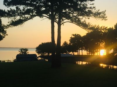 Photo for Waterfront lakehouse 4 bedroom  2 bath on beautiful lake Tawakoni