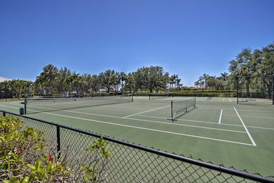 Enjoy access to 2 championship golf courses, a pool, tennis courts and more!