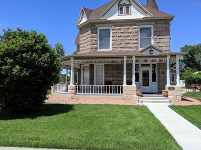 Photo for ♡Sagebrush IV - Family+Pet Friendly Home Downtown w/garage, Patio BBQ + 2bikes