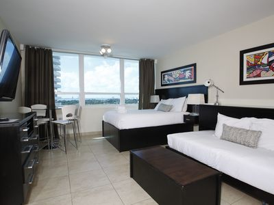 Deluxe City View Studio, Free parking, Beach Access (820)