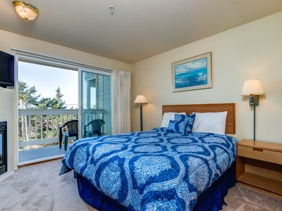 Photo for Lower-level oceanview studio - close to the beach, dogs ok!