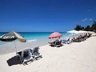 Photo for Beautiful One-bedroom Ten minute walk to white sand beach with shared pool