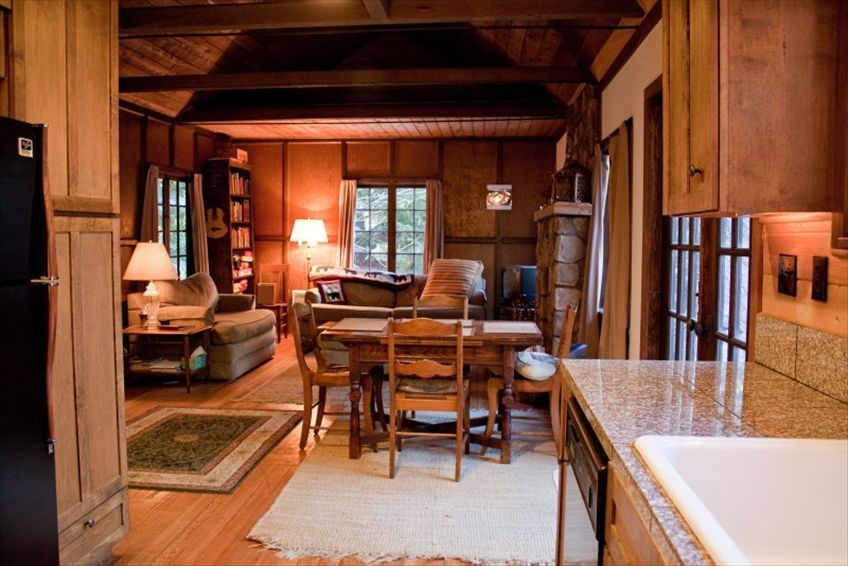 Romantic 1930 39 s mount hood cabin with hot tub free wifi for Romantic cabins oregon