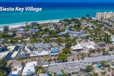 LuLu's Key house is located in the heart of Siesta Key in the village and just a 6 minute walk to the beach!