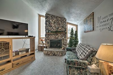 This charming vacation rental home offers ideal proximity to Yellowstone.