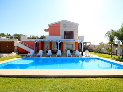 Photo for Villa Arancio con piscina wifi air/cond