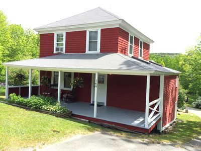 """The Red House"" 2 bed/2 bath/sleeps 6"