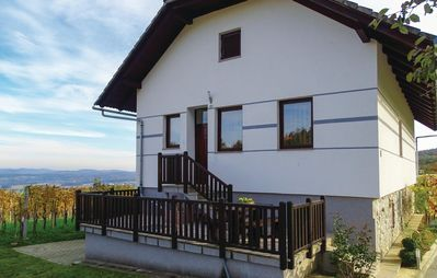 5 bedroom accommodation in Dragatus
